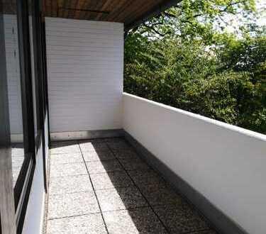 Ruhe und Natur! Helle 3 plus 1 Zimmer Wohnung mit Balkon im Grünen