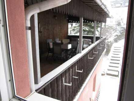 Vollständig renovierte 2-Raum-Wohnung mit Balkon und Einbauküche in Sayda