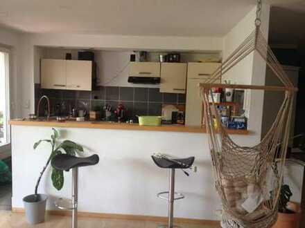 Super 12 qm Zimmer in 100 qm Wohnung. Leer oder möbliert :)