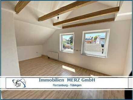 Gemütliche 3-Zimmer DG Wohnung mit Einbauküche und PKW Stellplatz