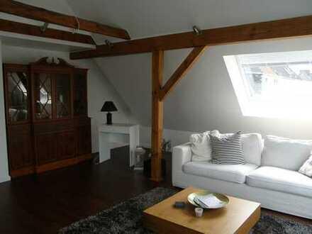 Stilvolle, möblierte 2-Zimmer-DG-Wohnung mit Balkon und EBK in Bremen