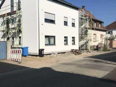 Neubau Erstbezug 3,5-Zimmer-Wohnung mit Lodge im 1. OG