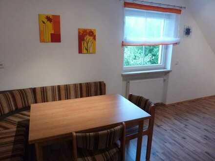 teilmöbliertes Zimmer mit Balkon in hochwertiger 3er WG