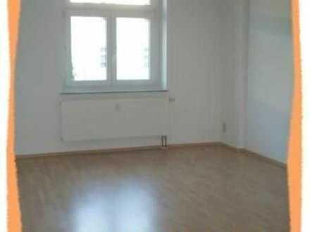 Preiswerte 2-Zi. Wohnung mit großer Eßküche und Bad mit Fenster