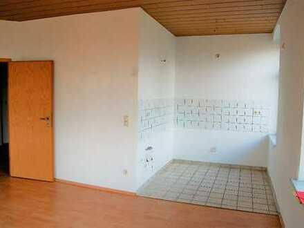Helle 2-Zimmer-Whg. mit kleinem Balkon - Ab sofort!