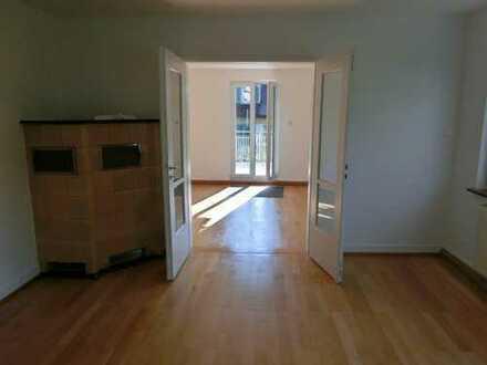 Helle, modernisierte 4-Zimmer-Altbau-Wohnung mit großem Balkon in Tübingen