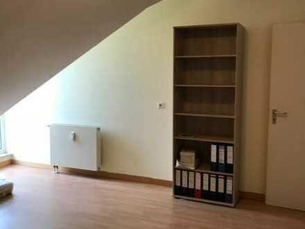 Gemütliche DG-Wohnung mit großer Dachterasse & Tiefgaragenstellplatz!