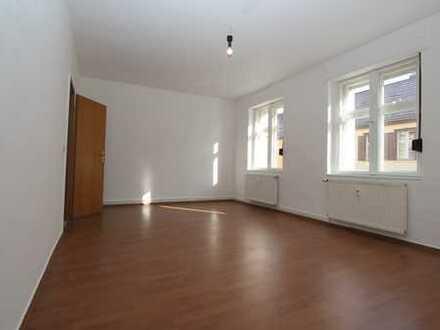 Stadkern Altlandsberg, schöne, gut geschnittene Zwei-Zimmer-Wohnung, ruhig und doch zentral