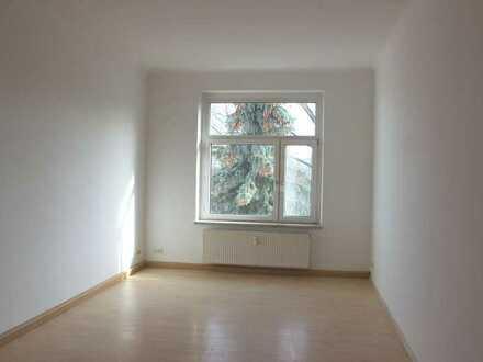 Wunderschöne, helle 4-Zimmerwohnung mit Balkon, perfekt in Schnitt und Größe