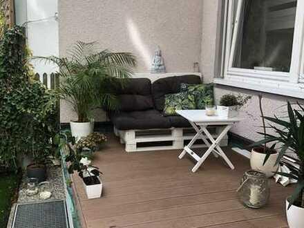 Komplett renovierte 4,5 Zimmer Wohnung mit Terrasse und Garten mitten in der Stadt