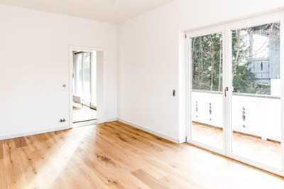 Hier wartet eine 4 Zimmer EG Wohnung zum Wohlfühlen auf Sie- top saniert und ab sofort bezugsfertig