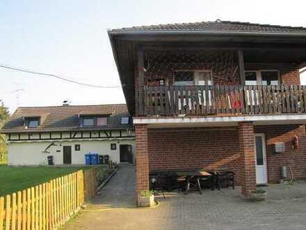 Großzügiges Mehrfamilienhaus mit 4 Wohnungen, Garagen und Scheune als Kapitalanlage