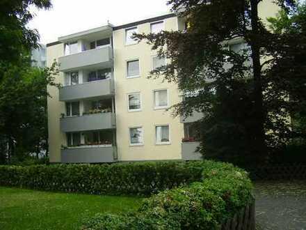 4 Zi-Wohnung mit Blick ins Grüne, großer überdachter Balkon