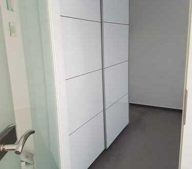 Stilvolle, modernisierte 2-Zimmer-EG-Wohnung mit Balkon und Einbauküche in Stuttgart