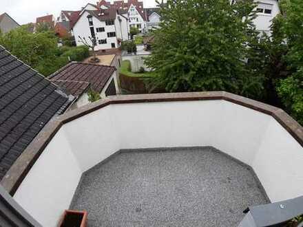 Gepflegte 2-Zimmer-Maisonette-Wohnung mit Balkon und Einbauküche in Groß-Zimmern