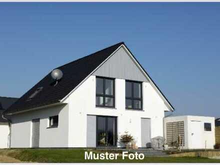 Schönes Wohn-/ Geschäftshaus/ Einfamilienhaus mit Gewerbe in guter Lage mit großem Grundstück