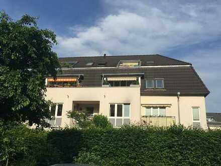 * helle und großzügige Wohnung mit großem Balkon *