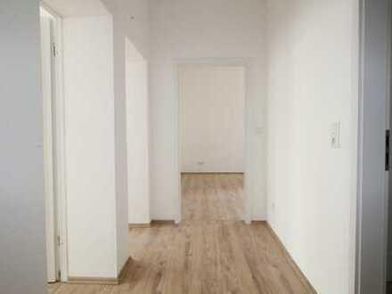 Kernsaniert!: Helle attraktive 2-Zimmer-EG-Wohnung in Wuppertal