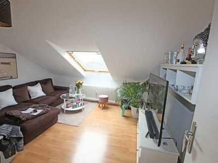 Vermietete, helle 2-Zimmer-Dachgeschosswohnung mit Mansarde in Düsseldorf-Flehe