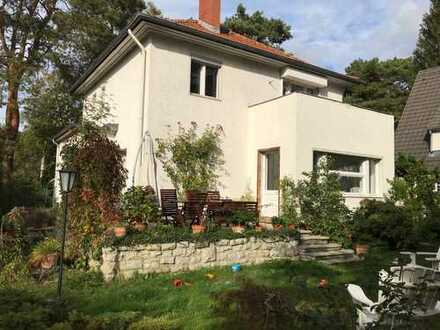 Charmantes Haus mit Garten in Nikolassee / Charming detached home with garden in Nikolassee
