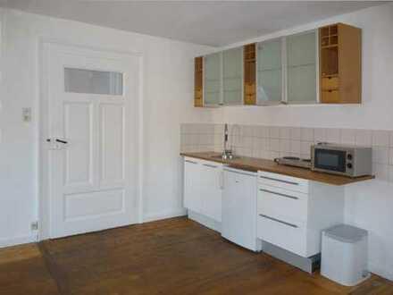2 Zimmer mit eigener Küche in WG - ruhig & zentral, in stilvollem Altbau - ab 1.2. nur an Frau