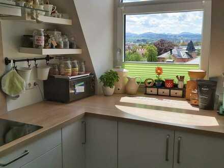 Modernisierte 5-Zimmer-Dachgeschosswohnung mit Balkon und Einbauküche in Kempten (Allgäu)