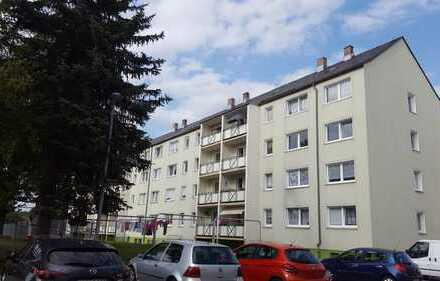 Geräumige 3-Raum-Wohnung im 1. OG, alle Räume mit Fenster, Fußböden Laminat bzw. gefliest