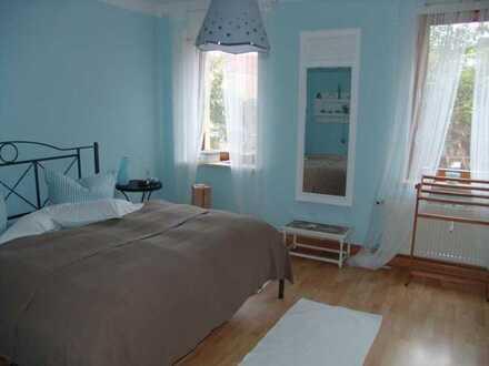 Stilvolle, sanierte 2-Zimmer-Wohnung mit EBK in Veitshöchheim