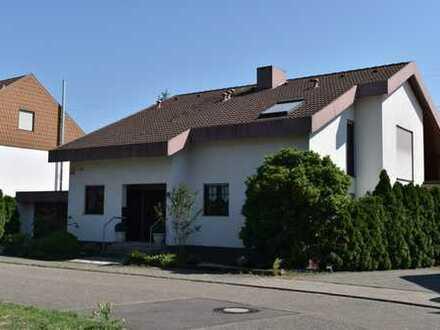 Großes Haus mit ELW in perfekter Lage in Leopoldshafen: PROVISIONSFREI