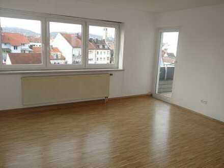helle, zentral gelegene 3- Zimmer Wohnung in Bahnhofsnähe