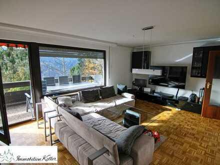 Gepflegte Wohnung mit sonnigem und sehr großem Balkon