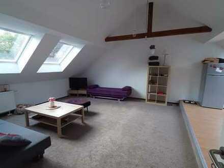Vollständig renovierte 2-Zimmer-Dachgeschosswohnung mit Einbauküche in Bochum
