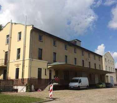 Speditionsgebäude mit Großraumhallen, Verladerampe, Keller, Büro, Großgarage