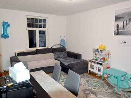 Zentrale 2,5 Zimmer-Altbau-Wohnung mit Balkon