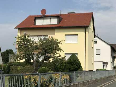 Ansprechende 2,5-Zimmer-DG-Wohnung mit EBK in Fürth