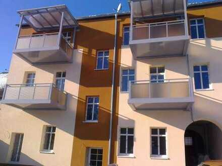 Top sanierte 2 Raum Wg. 68 qm mit Einbauküche, Balkon und Keller