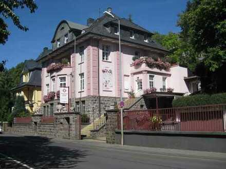 745 € + NK, 140 m², 3,5 Zimmer