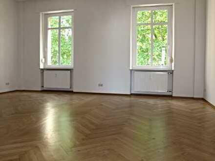 Sanierte Gründerzeit-Wohnung mit repräsentativen Räumen, Massivholz-Parkett, 2 Tageslichtbädern, ...