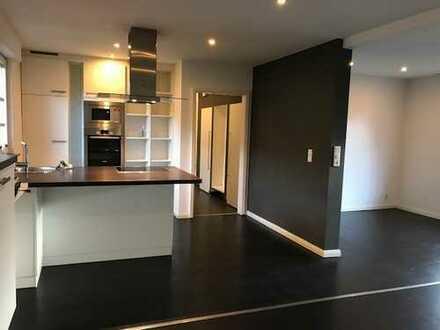 hochwertig ausgestattete 3 Zimmer Wohnung mit 2 Bädern