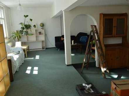 Schönes und helles Zimmer in zentraler Lage