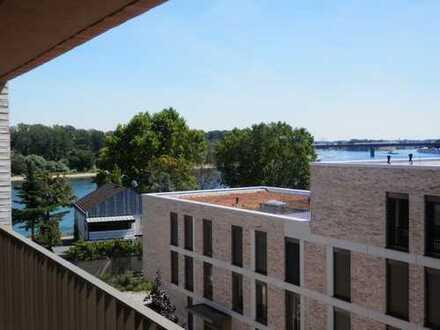 Erstbezug: exklusive 3-Zimmer-Penthouse-Wohnung mit Luxuseinbauküche und 2 Balkonen am Rhein