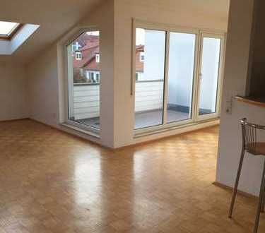 Stilvolle, gepflegte 2-Zimmer-DG-Wohnung mit Balkon und EBK in Schriesheim