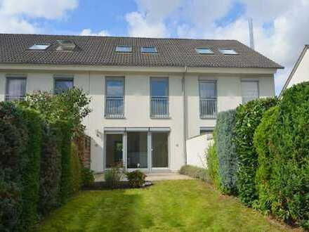 Freundliches 4-Zimmer-Stadthaus mit hochwertiger Einbauküche inkl. Dachstudio! Garage! Garten!