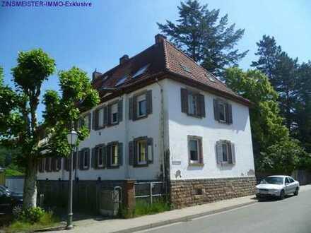 Renovierungsbedürfiges Dreifamilienhaus