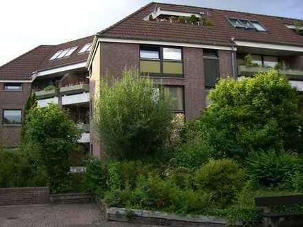 Sehr gehobene, vollständig renovierte 2-Zi Wohnung mit Balkon, EBK und TG im begehrten Zooviertel