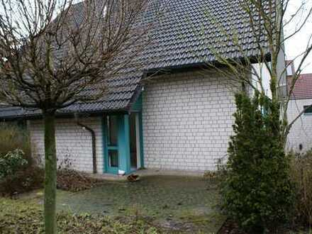 freistehendes gr. Haus mit Garten und Garage
