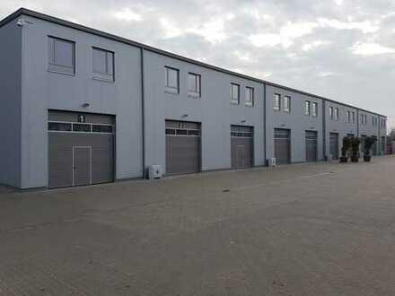 SOFORT & PROVISIONSFREI BEZIEHBAR: moderne Neubauhalle 2x600m², 26 klimatisierte Büros, 100 Parkplät