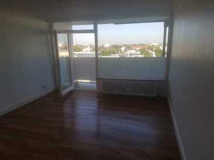 Schöne, geräumige ein Zimmer Wohnung in München, Moosach