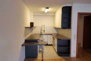 Helle, schöne 2,5-Zimmer-Wohnung mit Balkon und vollständiger Einbauküche in Stuttgart-Plieningen