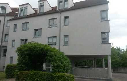 Freundliche 2-Zimmer-Erdgeschosswohnung mit Einbauküche und Terrasse in Würzburg